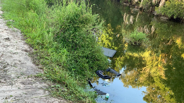 Girl rescued, mother dies in overturned car in Hanna Park lake