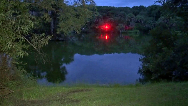 Girl rescued, mother dies in car overturned in Hanna Park lake