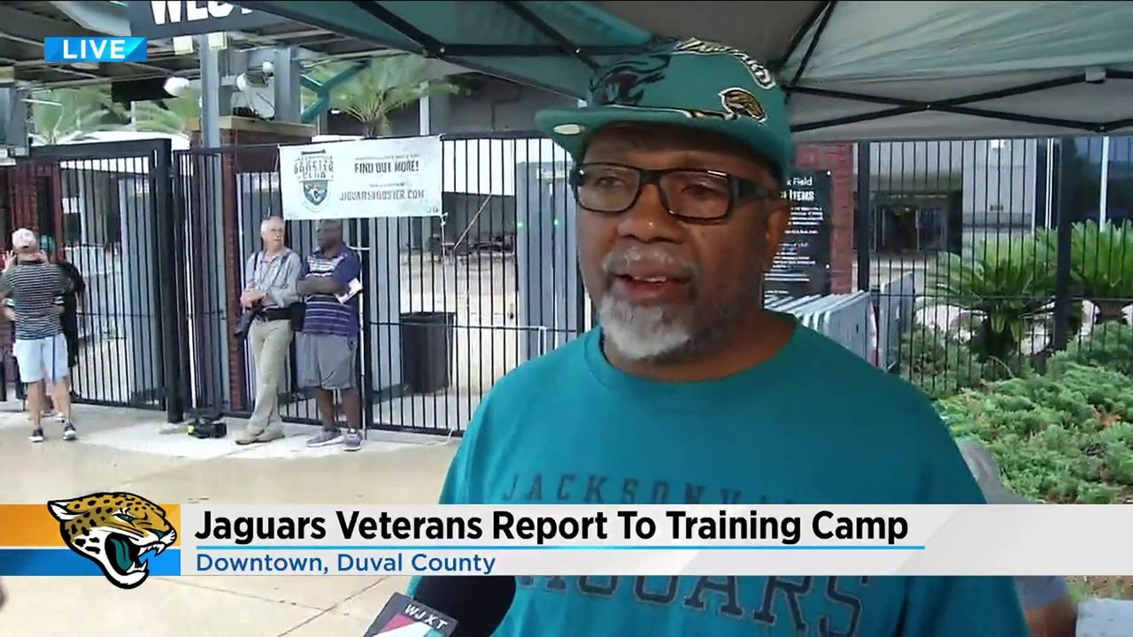 Fans arrive early to welcome Jaguars veterans arriving for training camp