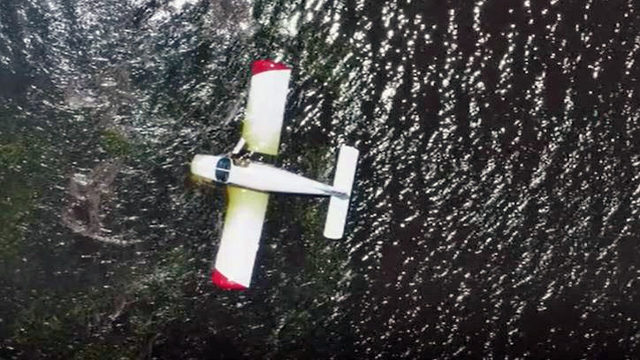 Pilot rescued after small plane goes down near Dames Point Bridge