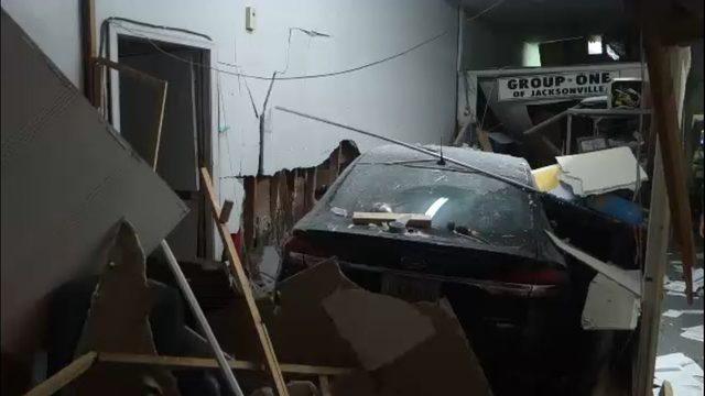 Car slams into repair shop in Murray Hill