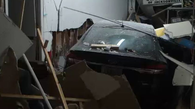 Car smashes into vacuum repair shop in Murray Hill hit-and-run