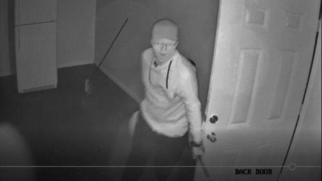 Recognize him? Deputies say man burglarized Yulee internet cafe
