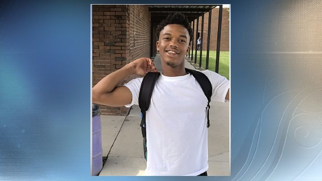 Teenager shot in head at Lake City apartments dies