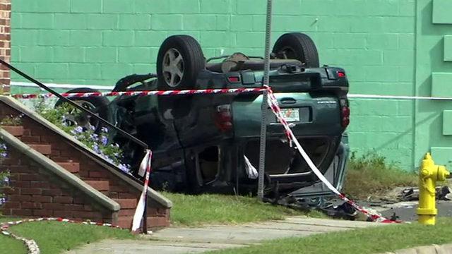 Head-on crash on Norwood Avenue leaves one dead, 4 hurt