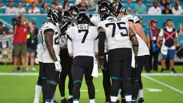 Jaguars game features extreme heat, injured quarterback, TV blackouts