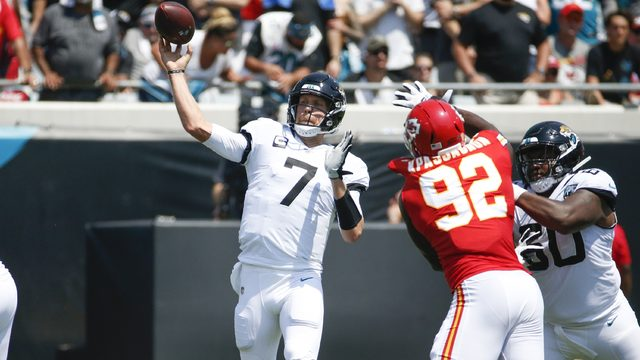 Foles' debut with Jaguars ends with broken collarbone