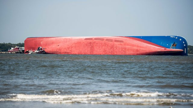 Maritime expert believes 'parbuckling' will be used to remove cargo ship
