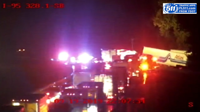 Semi crash blocks southbound I-95 near CR 210
