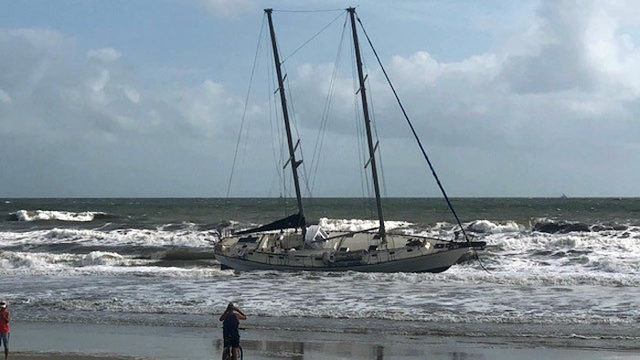 51-foot sailboat remains grounded in Atlantic Beach after losing power…