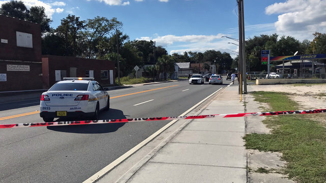 JSO: Man shot and killed on Kings Road, gunman on run