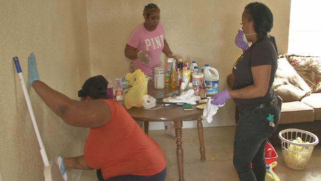 Group of cleaners helps mother after 7 children found in filthy home